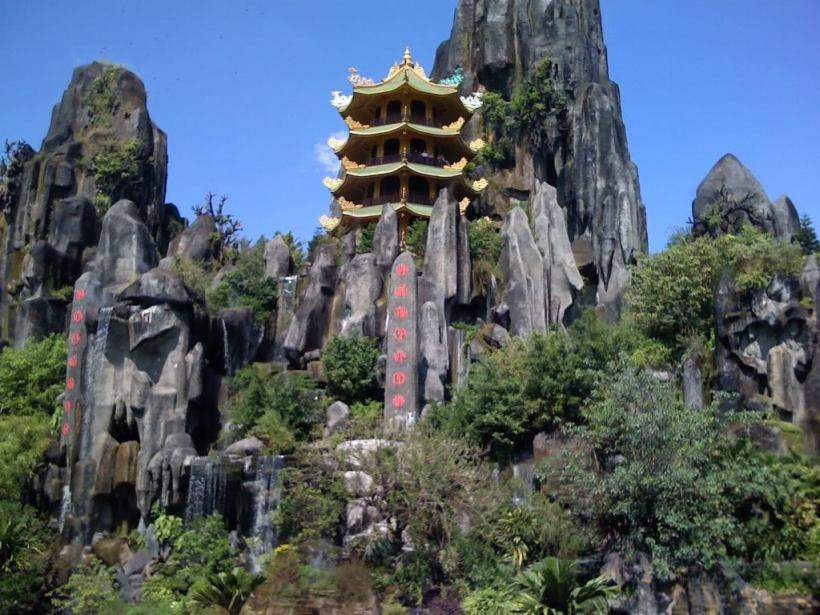 Marble Mountains, Monkey Mountain and Da Nang nightlife (2)