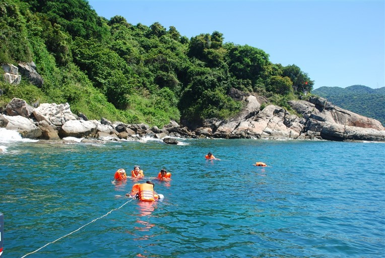 Discovery scuba diving in Cham island for beginners (4)