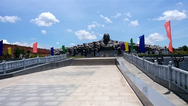 My Lai massacre and Vietnamese Heroic Mother Monument (2)