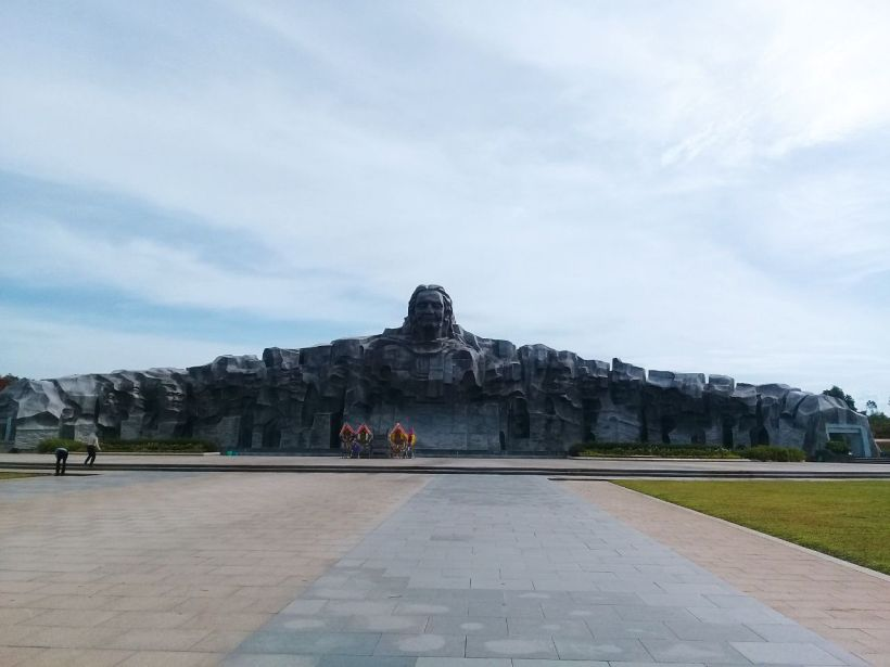My Lai massacre and Vietnamese Heroic Mother Monument (5)