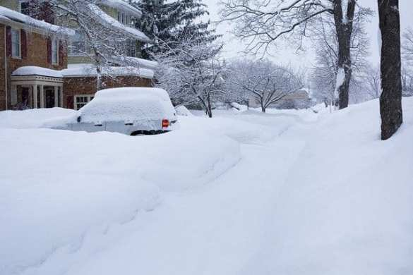 Car-stuck-in-snow