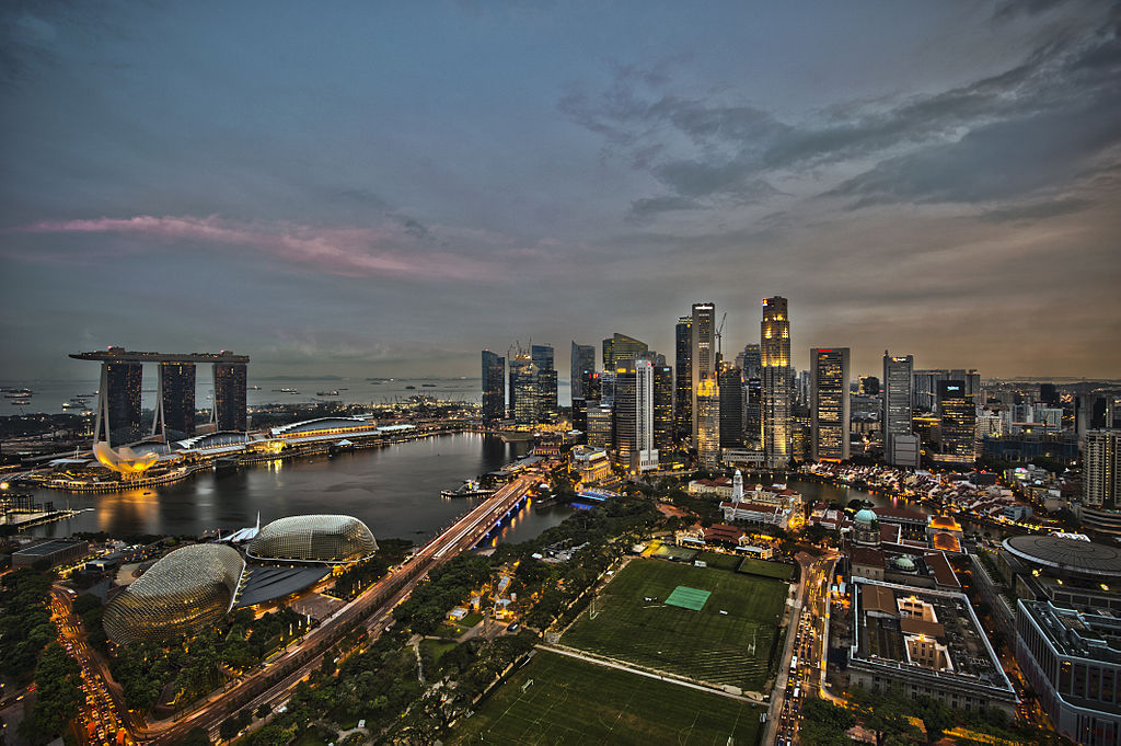 Budget travel in Singapore - Singapore by night