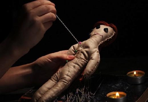 Κούκλα με βελόνες