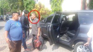 Melakukan Pungli, Kepala Dinas Pariwisata Kabuaten Lombok Barat inisial IJ kena Operasi Tangkap Tangan (OTT) oleh Tim Intelijen Kejaksaan Negeri Mataram, Nusa Tenggara Barat, pada Selasa (12/11/2019).