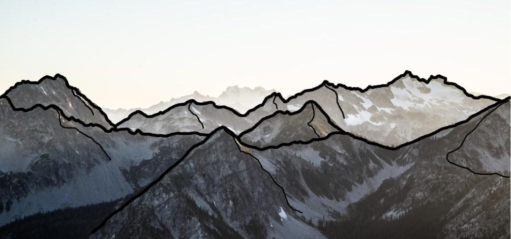 Berge mit eigezeichneten Linien.