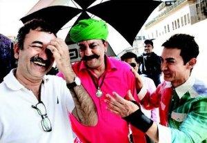 पीके की शूटिंग के दौरान राज कुमार हिरानी, संजय दत्त और आमिर ख़ान।