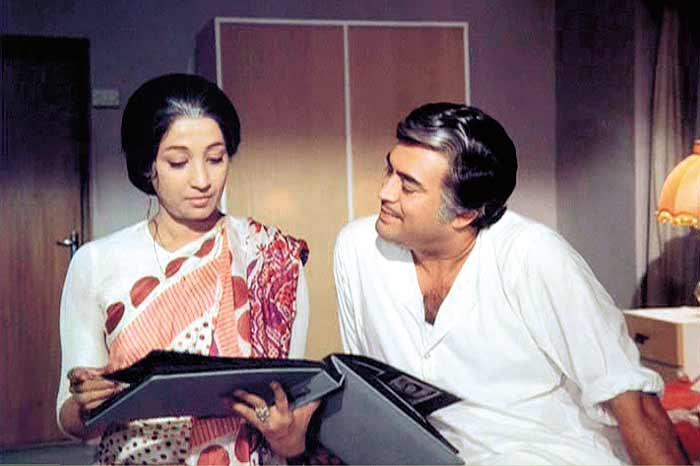 आंधी में संजीव कुमार के साथ सुचित्रा सेन।