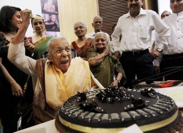 दिल्ली में अपने 102 वें जन्म दिन पर ज़ोहरा सहगल।