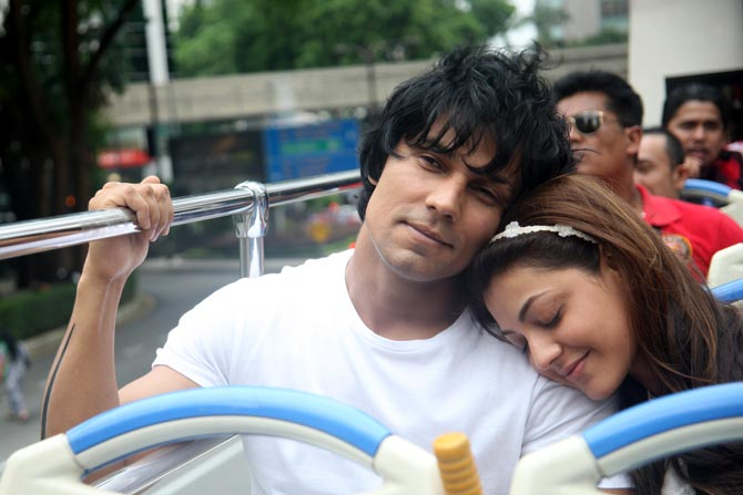 Do-Lafzon-Ki-Kahani-First-Look-is-Out-Randeep-Hooda-and-Kajal-Aggarwal (1)