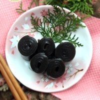 Black sesame rolls