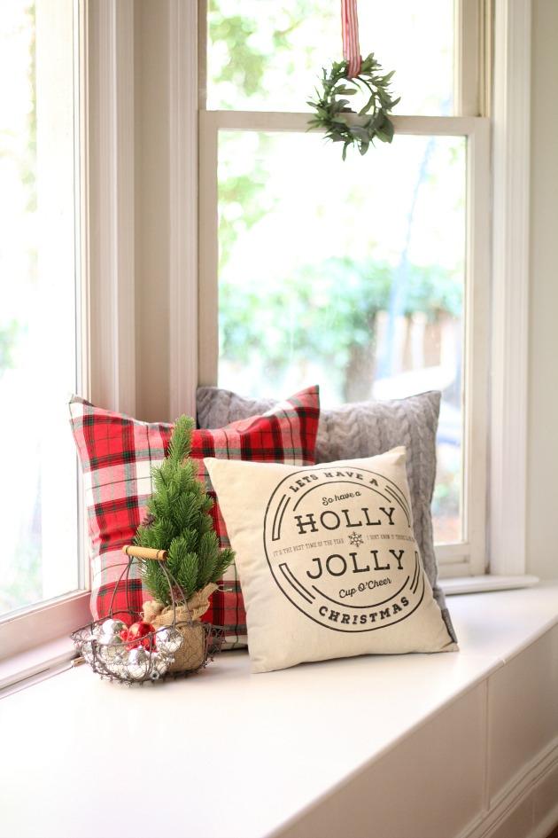 Christmas Colonial Family Room