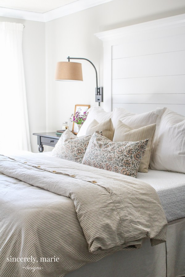 Excellent DIY Farmhouse Planked Headboard - Sincerely, Marie Designs KQ88