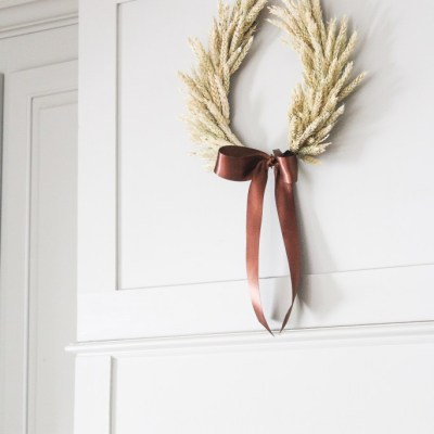 A Fall Wheat Horseshoe Wreath Tutorial