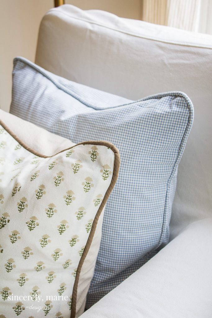https sincerelymariedesigns com simple envelope pillow cover with piping