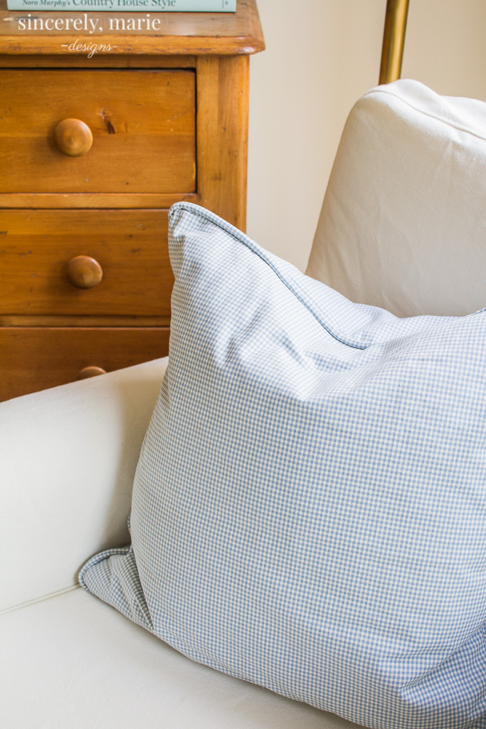 How to make an envelope pillow with piping