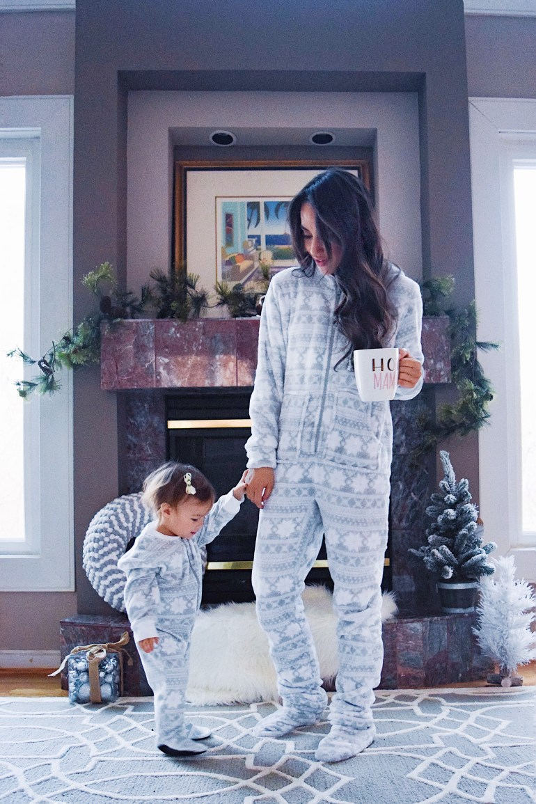 sleepyheads-pajamas-snowflake-onesie-sincerely-styled-brittany-seiden-family-christmas mommy and me