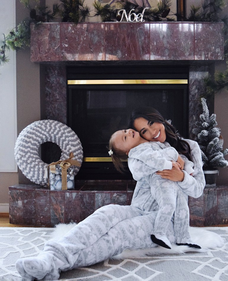 sleepyheads-pajamas-snowflake-onesie-sincerely-styled-brittany-seiden-mommy-and-me