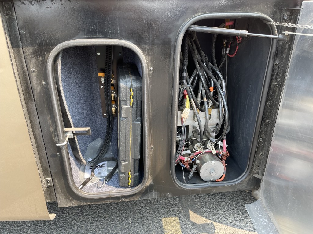 Air and hydraulic compartments