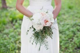 Current trend bouquet (photo by Lisa Provencal Photography)