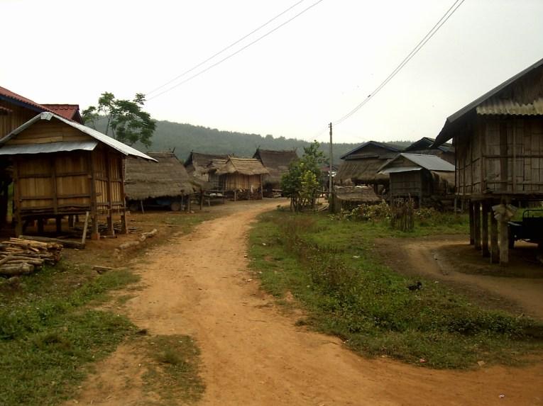 Laos Muang Sing Aldea perdida - Muang Sing by bike, lost in Luang Namtha