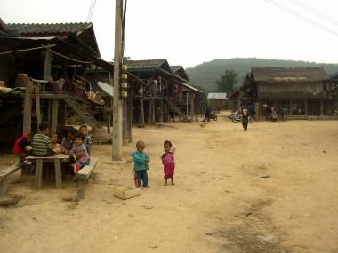 PIC02893 1 - Muang Sing en bicicleta, perdido en Luang Namtha