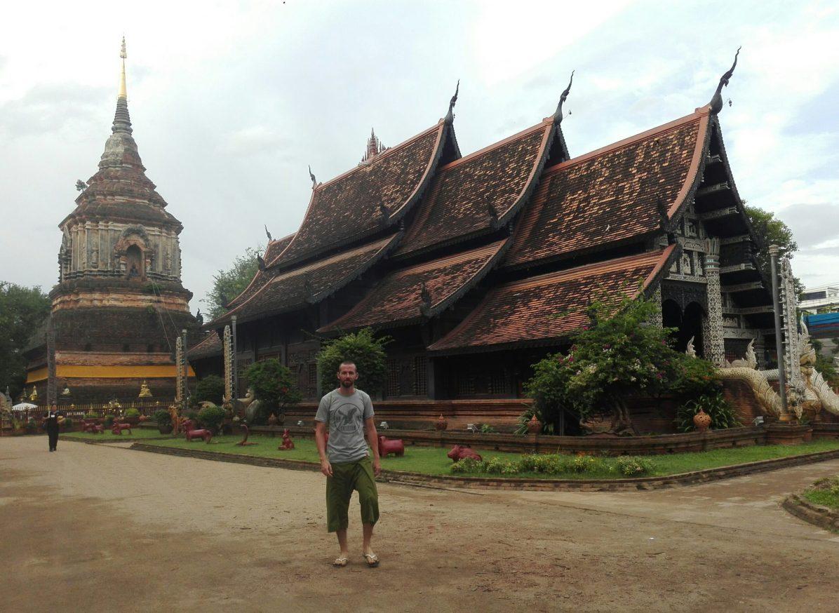 Tailandia Templo Chiang Mai scaled - Qué hacer en Chiang Mai; trekking, aldeas, templos y fiesta