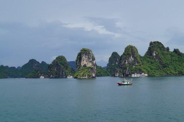 Vietnam Bahía de Halong Paisaje - 4 Posibles Rutas para Viajar por el Sudeste Asiático