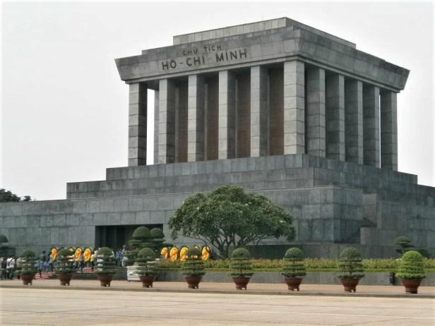 Vietnam Mausoleo Ho Chi Minh 500x375 - Barrio antiguo de Hanoi: Top 5 lugares que visitar