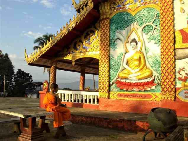 Consejos y curiosidades sobre Laos Nino budista scaled - Top Tips and Curiosities about Laos
