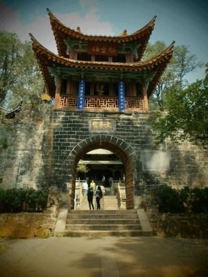 Kunming Templo Dorado Arco - Qué ver en Kunming: Guía Completa de Viaje