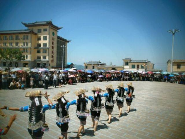 Yunnan Xinjie Baile de Minorias etnicas 500x375 - The spectacular rice terraces of Yuanyang