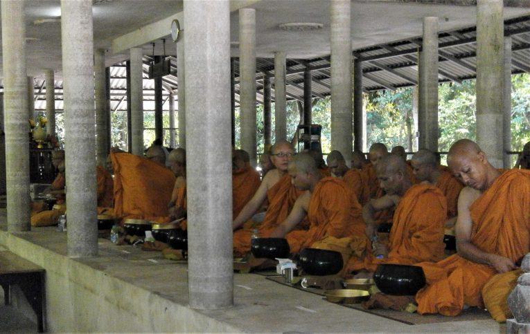 Thailand Vipassana Meditation scaled - Meditación Vipassana en Tailandia: mi experiencia