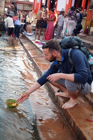 Haridwar Ofrenda al Ganges - Lo mejor de Haridwar: que ver en la ciudad más sagrada de la India