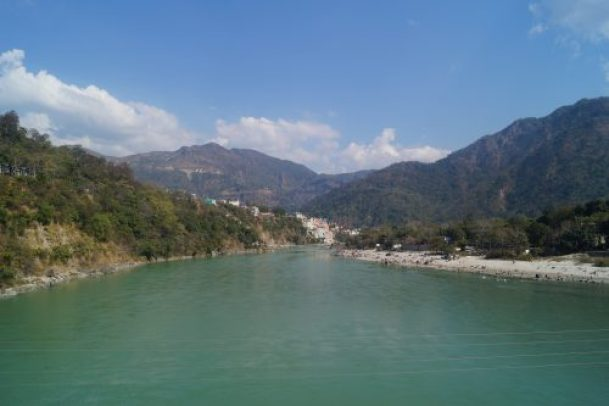 Rishikesh Río Ganges 500x333 - Trip to Rishikesh, the city of the Beatles and yoga