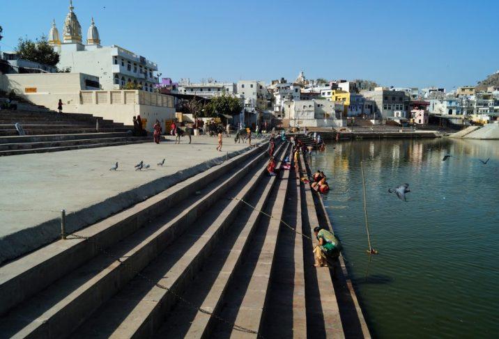 Pushkar - Peregrinos bañándose en el Lago de Pushkar