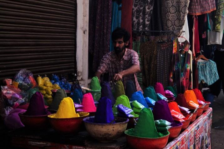 India- Preparando el Holi Festival