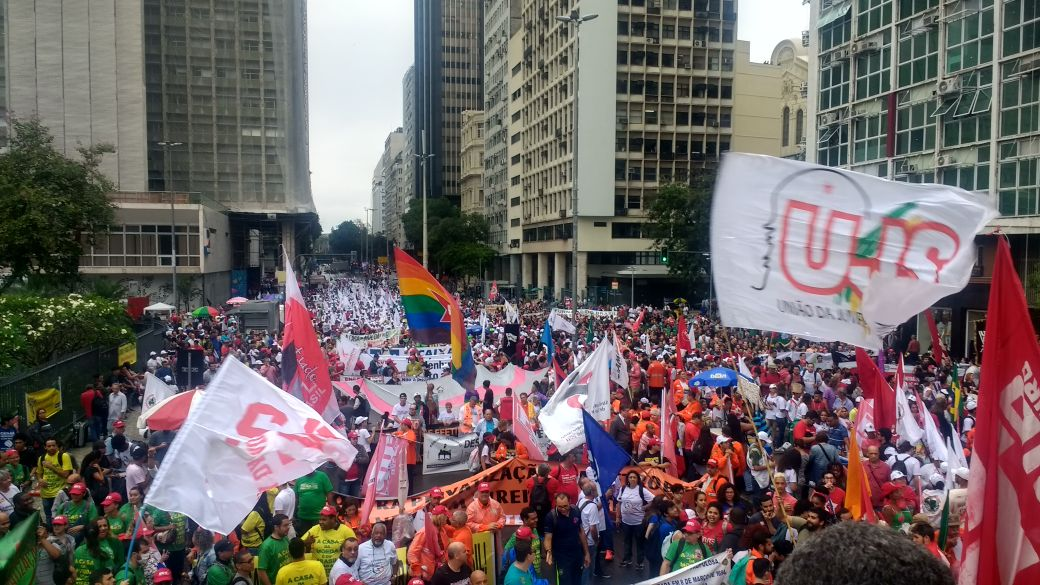 Dia de Luta pela Soberania Nacional leva milhares ao centro do Rio