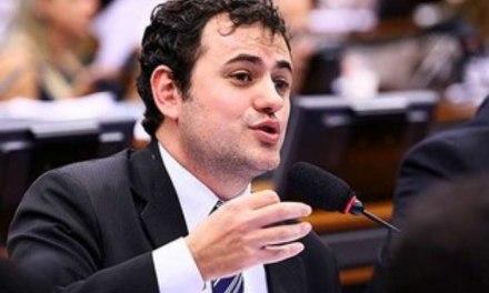 Deputado Glauber Braga protocola requerimento de informações sobre editais