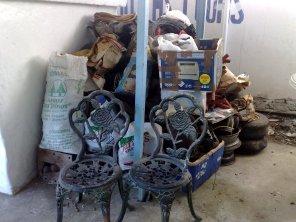 Alte Eisenstühle vom Müll