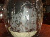 Portrait in Glas geritzt