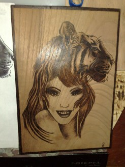 Holzbild gebrannt Frau