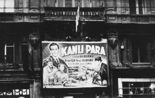 İlk senaryo, Kanlı Para'nın afişi. Beyoğlu İpek Sineması. 1953