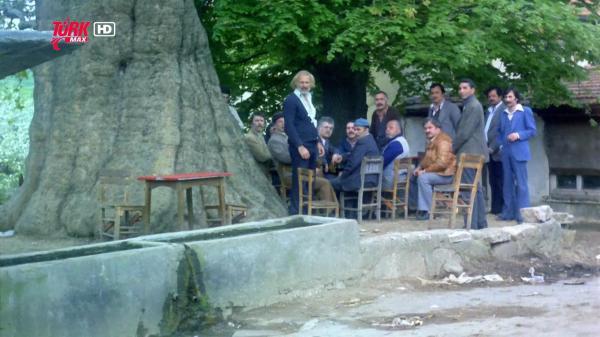 Gerzek Saban (1980) BÜYÜK ÇINARIN ALTI Üçkağıtçı ve Gerzek Şaban