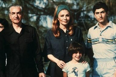 Şah son eşi Farah ve Ailesi ile