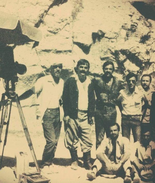 Gani Turanlı, Hayati Hamzaoğlu, Ayhan Işık, Feyzi Tuna (Dağlar Kartalı film seti) Yeşilçam Setlerinden Karelerde