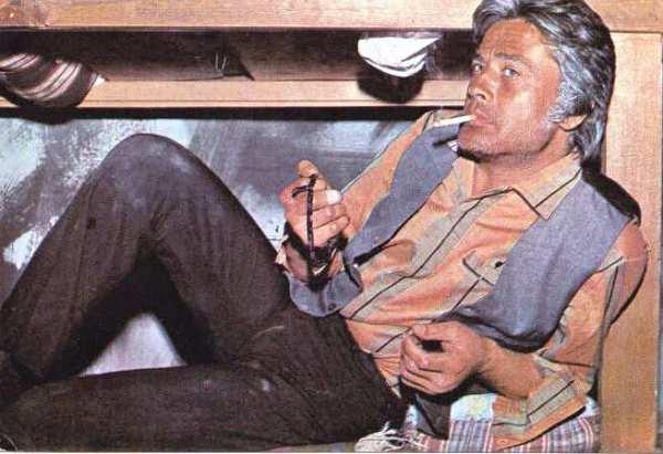 renkli-kartpostal-80ler-cuneyt-arkin-sigarayla Cüneyt Arkın