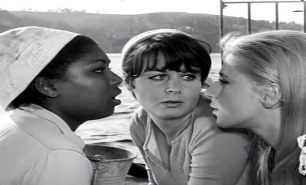 Film Karelerinde Yeşilçam Fatma Girik, Ayla Algan ve de Esmeray (Zilli Nazife 1967)