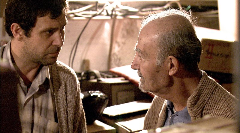 11'e 10 Kala: Pelin Esmer'in ilk uzun metraj filmi, Koleksiyoncu belgeselinden doğan kurmaca. Nejat İşler ile Mithat Esmer.