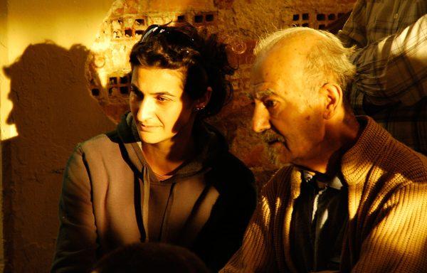 11'e 10 Kala: Pelin Esmer'in ilk uzun metraj filmi, Koleksiyoncu belgeselinden doğan kurmaca. Pelin Esmer ile Mithat Esmer