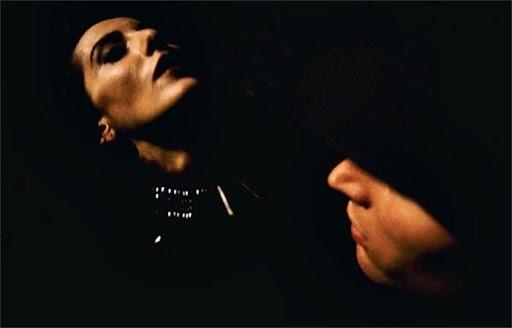 Şeyma Akgöz'den Cadılar Bayramında İzleyebileceğiniz 2000ler Öncesi 5 Kült Korku Filmi önerisi - Karanlık Sular